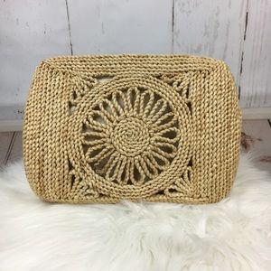 Handbags - Straw Clutch